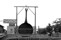1942 World's Largest Clam Pan